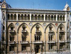 Edificato su Corso Vittorio Emanuele II e radicalmente ampliato negli anni 1905-1907 da Ettore Bernich e Augusto Corradini, si presenta come un imponente edificio in…
