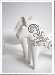 Dalahäst, vit/ Dalecarlian horse, white