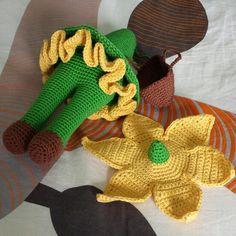 Poco a poco, nuestro narciso va tomando forma... (Patrón de www.zabbez.com)