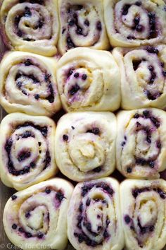 Blueberry Sweet Rolls Lemon Blueberry Sweet Rolls have lemon in the yeast dough, the filling, and the glaze!Lemon Blueberry Sweet Rolls have lemon in the yeast dough, the filling, and the glaze! Blueberry Recipes, Lemon Recipes, Sweet Recipes, Baking Recipes, Recipes With Blueberries, Summer Dessert Recipes, Delicious Desserts, Breakfast Recipes, Yummy Food