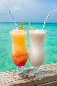 A private water villa in the Maldives. Fall Drinks, Cocktail Drinks, Summer Drinks, Alcoholic Drinks, Cocktails, Maldives Water Villa, Maldives Villas, Maldives Destinations, Honeymoon Destinations