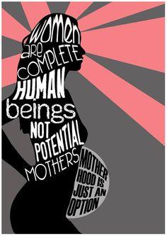 Ser mãe não é sinônimo de felicidade, realização e ser completa. Existem mulheres que não querem ser mães e está tudo bem.