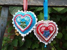 Bij Karin aan de Haak kun je het patroon vinden van deze hartjes, ik liet ze al eens eerder zien. Je vindt op haar blog een hele du...