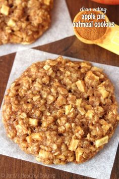 Eating Desserts Clean-Eating Apple Pie Oatmeal Cookies – these skinny cookies don't taste healthy at all! You'll never need another oatmeal cookie recipe again! Apple Pie Oatmeal, Oatmeal Cookie Recipes, Heathy Cookie Recipes, Clean Oatmeal Cookies, Oatmeal Breakfast Cookies, Breakfast Bars, Breakfast Smoothies, Muffin Recipes, Delicious Desserts
