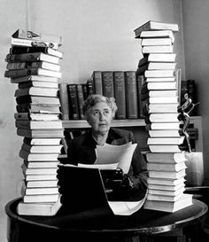 Agatha Christie, Lady Mallowan, DBE (* 15. September 1890 in Torquay; † 12…