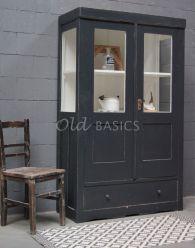 Unieke oude brocante Vitrinekast   Old BASICS   webshop voor unieke oude meubels en op maat gemaakte meubels van hout en ijzer  Brocante - Industrieel - Vintage - Stoer landelijk _ zwart-grijze oude vitrinekast met brocante stoel