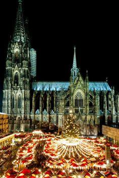 Leeeeuk! Een 3-daagse kerstshoppingcruise waarbij je de leukste kerstmarkten van Dusseldorf en Keulen bezoekt. Hier kom je helemaal in de kerstsferen! https://ticketspy.nl/cruises/3-daagse-kerstshoppingcruise-naar-dusseldorf-keulen-inclusief-ontbijt-en-diner-va-e99/