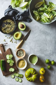 Summer Vegan Green Goddess Salad Beautiful food styling - lovely fresh produce styling<br> A vegan salad that satisfies, loaded with healthy fats from creamy cashew dressing, toasted seeds, and avocado. Healthy Vegan Dessert, Healthy Recipes, Healthy Fats, Diet Recipes, Salad Recipes, Game Recipes, Pasta Recipes, Vegetarian Recipes, Vegetarian Salad