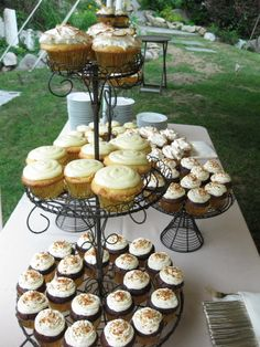 Wedding cupcakes look beautiful on wire stands