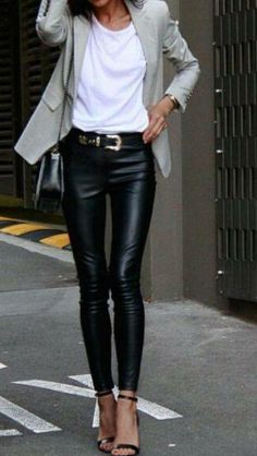 Comment choisir et porter un skinny cuir ? How to choose and wear a skinny leather? In this article, discover all the ideas of outfits! Adrette Outfits, Legging Outfits, Casual Fall Outfits, Classy Outfits, Fashion Outfits, Womens Fashion, Fashion 2018, Fashion Clothes, Casual Shoes