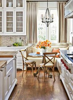 7 Ideas for Kitchen Banquettes,Kitchen banquette Lift Your Place With New Kitchen Design Your kitchen could be a functional space in your home, but that does not mean it can't be we. Kitchen Banquette, Kitchen Seating, Kitchen Benches, Dining Nook, Kitchen Nook, New Kitchen, Kitchen Dining, Kitchen Decor, Banquette Seating