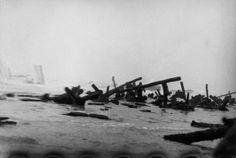 June US troops assault Omaha Beach during the D-Day landings//Robert Capa D Day Normandy, Normandy France, Vietnam, D Day Landings, Photographer Portfolio, Magnum Photos, Street Photography, War Photography, White Photography