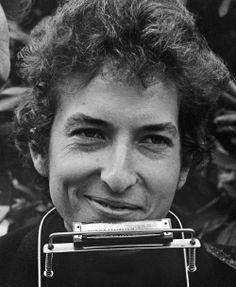 49- Bob Dylan smile