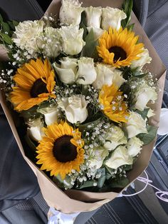 Boquette Flowers, Sunflowers And Roses, Beautiful Bouquet Of Flowers, Luxury Flowers, Beautiful Flower Arrangements, Flower Boxes, Fresh Flowers, Planting Flowers, Floral Arrangements