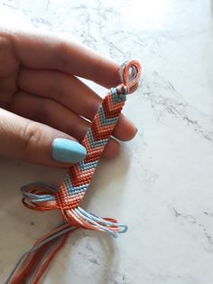 friendship bracelet – - diy jewelry To Sell Ideen Yarn Bracelets, Diy Bracelets Easy, Embroidery Bracelets, Summer Bracelets, Bracelet Crafts, Gold Bracelets, String Bracelets, Homemade Bracelets, Friend Bracelets