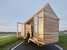 Woonpioniers is a Dutch design studio creating pure, healthy architecture. Small Tiny House, Modern Tiny House, Tiny House Cabin, Tiny House On Wheels, Tiny House Plans, Tiny Houses, Tiny House Movement, Bungalows, Cabin Design