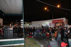 Los vecinos y las mamitas de Pueblo Libre disfrutando de la música