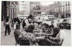 Terraza de la heladería 'La Veneciana' (hoy 'Los Italianos') en la Gran Vía. 14 de julio de 1974. Torres Molina/Archivo de IDEAL