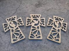 10 cruces para souvenir fibrofacil mdf comunion bautismo Crafts To Make, Fun Crafts, Paper Crafts, Laser Cutter Ideas, First Communion Party, Laser Cut Jewelry, Scroll Saw Patterns, Wooden Crafts, Craft Sale