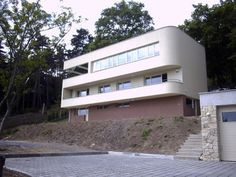Max Frič Villa by Ladislav Žák. House Architecture, Modernism, Prague, Great Britain, Most Beautiful Pictures, United Kingdom, Minimalism, Cities, Aviation