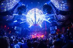 Las Vegas can prove to be a playground for anyone who is fond of clubbing. List of Top 10 Best Nightclubs in Las Vegas. The culture of the nightlife in Las Vegas is unparalleled. Night Club, Night Life, Crazy Pool, Las Vegas Nightlife, Las Vegas Club, Imagines, Types Of Houses, Dance The Night Away, Where To Go