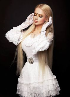 Valeria Lukyanova I don't know about you guys, but I really want what she's wearing!!