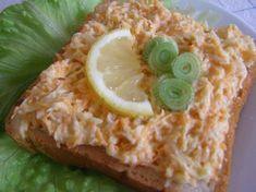 Nastrouháme mrkev a celer, mělo by být v poměru půl na půl. Zakapeme citronem. Přidáme nastrouhaný sýr a majolku. Zamícháme a podáváme s... Ham, Food And Drink, Appetizers, Low Carb, Pizza, Chicken, Cooking, Ethnic Recipes, Desserts