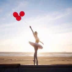 Every photo taken for the dance company, Ballet Zaida, is absolutely beautiful. Dance Photos, Dance Pictures, Beach Pictures, Grad Pictures, Ballet Senior Pictures, Senior Photos, Tumblr Ballet, Balloon Dance, Backgrounds Hd