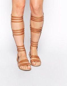 ASOS Sandalias estilo gladiador por la rodilla con acabado en cuero FENTIMAN Tostado #shoes #covetme