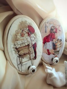 The pictures are not my style but I love the idea of this individuak hangers Decoupage Furniture, Decoupage Box, Decoupage Vintage, Vintage Crafts, Shabby Chic Crafts, Craft Sale, Handmade Crafts, Painting On Wood, Woodworking Crafts