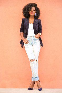 Velvet Blazer + High Waist Ripped Levi's Cute Fashion, Daily Fashion, Womens Fashion, Triangle Body Shape, Style Pantry, Velvet Blazer, Black Women, High Waist, Street Style
