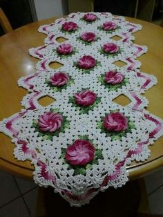 51 Ideas For Crochet Patterns Free Table Runner Baby Afghan Crochet, Filet Crochet, Crochet Motif, Crochet Stitches, Crochet Dollies, Crochet Flowers, Crochet Gifts, Doily Patterns, Flower Patterns