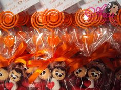 Lembrancinhas de casamento-agarradinhos na cor laranja A fitinha de cetim pode ser na cor que desejar Pedido minimo: 50 unidades