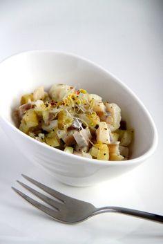 Tatar ze śledzia z ogórkiem kiszonym - Lady housewife Polish Recipes, Polish Food, Housewife, Risotto, Potato Salad, Oatmeal, Salads, Food And Drink, Homemade