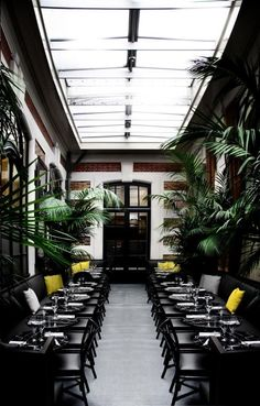 Travel : Café Artcurial, Paris | @decocrush - www.decocrush.fr #verriere #design