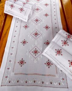 White table runner with 6 napkins, Table runner hand embroidered,Holiday runner silk embroidery and napkins Embroidered runner Hand stitched - Herzlich willkommen Types Of Embroidery, Rose Embroidery, Silk Ribbon Embroidery, Cross Stitch Embroidery, Embroidery Patterns, Table Runner Size, Table Runners, Hardanger Embroidery, Satin Stitch