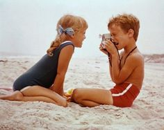 Image discovered by Pedro Silveira. Find images and videos about summer, boy and beach on We Heart It - the app to get lost in what you love. Little People, Little Ones, Photo Vintage, Vintage Kids, Retro Kids, Vintage Photos, Retro Vintage, Photo Couple, Young Love