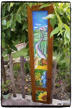 Vecchia anta di portone dipinta con paesaggio toscano.