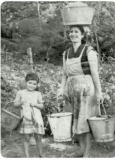 Al riego a lavar la ropa.  Arroyo, P.R.