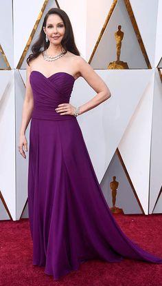 Ashley Judd Purple Chiffon Celebrity Dresses in Oscar 2018 Ashley Judd, Oscar Gowns, Oscars Red Carpet Dresses, Red Carpet Gowns, Purple Gowns, Purple Dress, Celebrity Dresses, Celebrity Style, Chiffon Dress