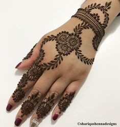 Super Elegant Bridal Henna Mehndi Ideas You can find different rumors about the history of the wedding dress; Henna Hand Designs, Mehndi Designs Finger, Henna Flower Designs, Pretty Henna Designs, Latest Bridal Mehndi Designs, Modern Mehndi Designs, Mehndi Designs For Beginners, Mehndi Design Photos, Mehndi Designs For Fingers