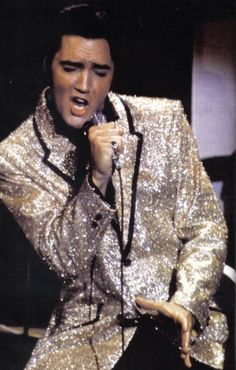 """I am not the King. Jesus Christ is the King. I'm just an entertainer."" -- Elvis Presley<------------- I really hope that's a legit quote Lisa Marie Presley, Priscilla Presley, Elvis Und Priscilla, Musica Elvis Presley, Elvis Presley Photos, Mississippi, Rock And Roll, Beautiful Men, Beautiful People"