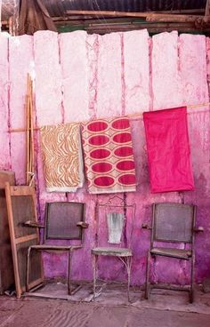 Tissu sur un fil - Déco spectacle avec tissus couleurs - CôtéMaison.fr -   Photo : Jean-Marc Palisse