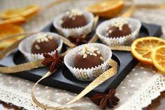 Čokoladne rumove kroglice z lešniki - Anina kuhinja Okra, What To Cook, Mini Cupcakes, Christmas Cookies, Rum, Cheesecake, Muffin, Cooking, Breakfast