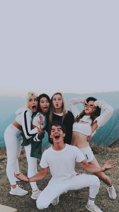 Hina / Sina / Sofia / Heyou / Noah ❤ Now United Bff Pictures, Best Friend Pictures, Friend Photos, Group Pictures, Bff Goals, Best Friend Goals, Friendship Photography, Boy And Girl Best Friends, Gal Pal