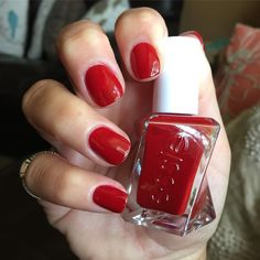 essie gel couture Bubbles Only, own