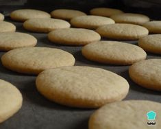 The caramel cookies They are a typical sweet of several countries in Latin America and is characterized by a rounded shape and being filled Mexican Sweet Breads, Mantecaditos, Corn Starch, Caprese Salad, Meals, Cookies, Desserts, Recipes, Food