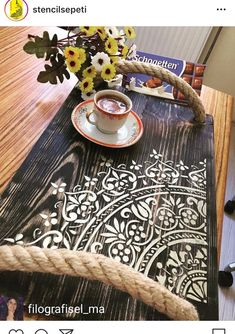 Old Wood Crafts, Diy Wood Projects, Diy Home Crafts, Diy Crafts To Sell, Painted Furniture, Diy Furniture, Bois Diy, Painted Trays, Stencil Diy