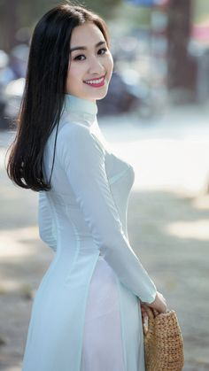 Vietnamese Traditional Dress, Vietnamese Dress, Traditional Dresses, Vietnam Girl, Beautiful Asian Women, Ao Dai, Asian Woman, Asian Beauty, Fat Burning