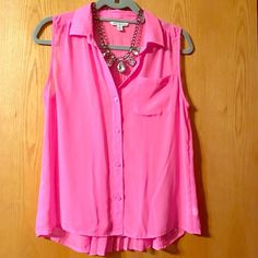 AEO sz:s sheer sleeveless blouse pink NWOT Sheer pink American Eagle Outfitters button up top  in perfect condition, super cute, size small. Perfect for spring and summer!!! American Eagle Outfitters Tops Button Down Shirts